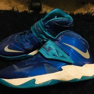 Women LeBrons Basketball shoes